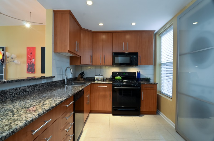 Real Estate Photography - 509 West Roscoe St, 2E, Chicago, IL, 60657 - Kitchen