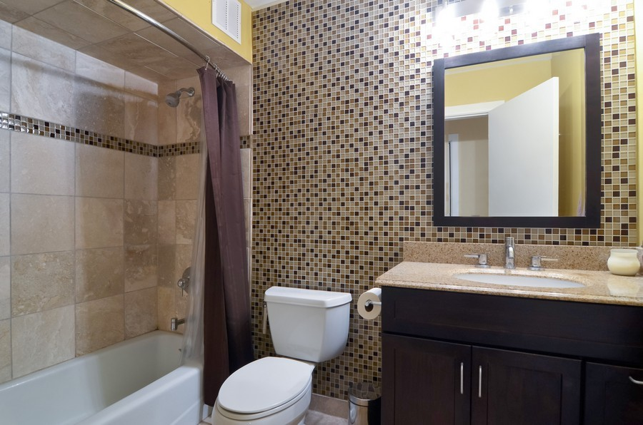 Real Estate Photography - 509 West Roscoe St, 2E, Chicago, IL, 60657 - 2nd Bathroom