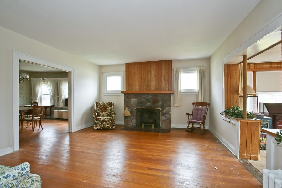 Real Estate Photography - 344 Cottage Ave, Glen Ellyn, IL, 60137 - Living Room