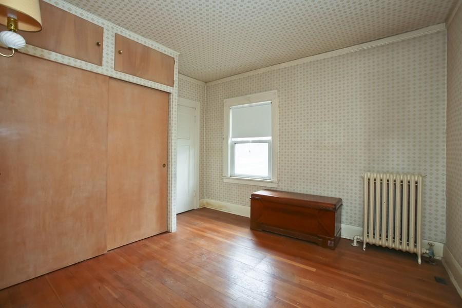 Real Estate Photography - 344 Cottage Ave, Glen Ellyn, IL, 60137 - Bedroom