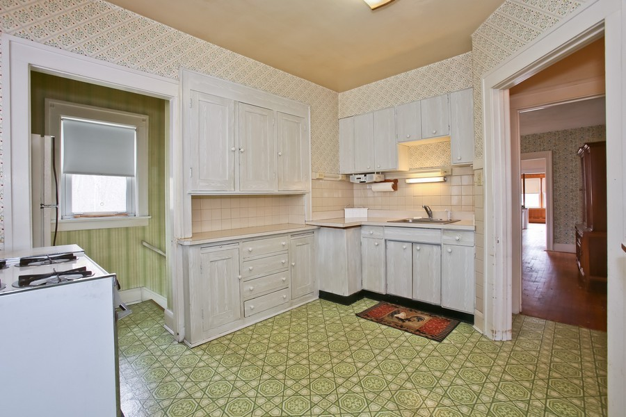 Real Estate Photography - 344 Cottage Ave, Glen Ellyn, IL, 60137 - Kitchen