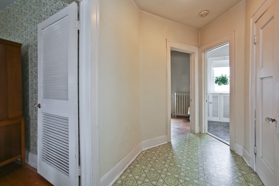 Real Estate Photography - 344 Cottage Ave, Glen Ellyn, IL, 60137 - Hallway