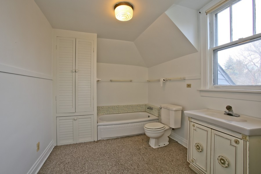Real Estate Photography - 344 Cottage Ave, Glen Ellyn, IL, 60137 - 2nd Bathroom