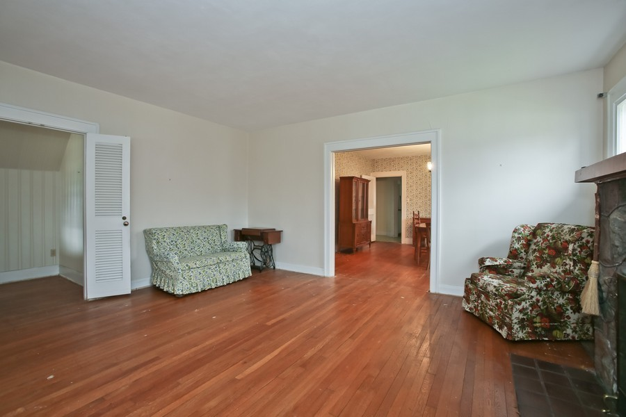 Real Estate Photography - 344 Cottage Ave, Glen Ellyn, IL, 60137 - Living Room / Dining Room
