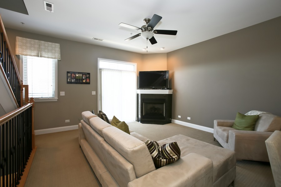 Real Estate Photography - 922 Warren Ave, 202, Downers Grove, IL, 60515 - Living Room