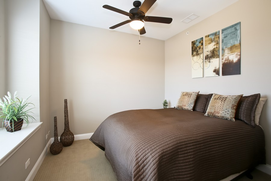 Real Estate Photography - 922 Warren Ave, 202, Downers Grove, IL, 60515 - Bedroom