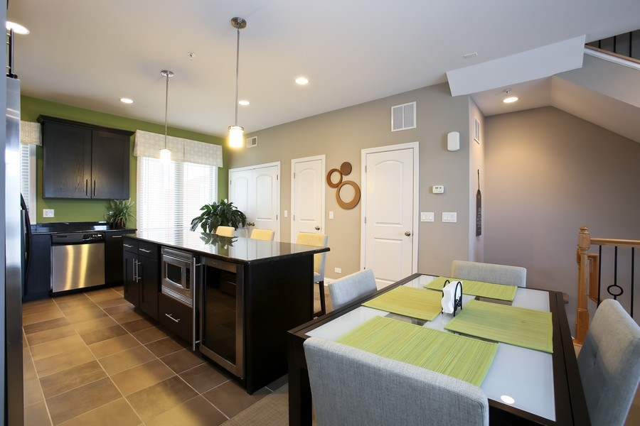 Real Estate Photography - 922 Warren Ave, 202, Downers Grove, IL, 60515 - Breakfast Area