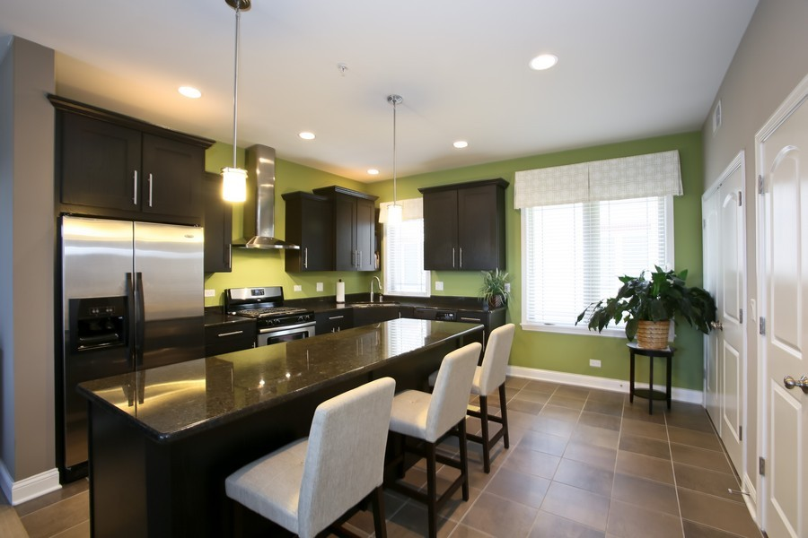 Real Estate Photography - 922 Warren Ave, 202, Downers Grove, IL, 60515 - Kitchen