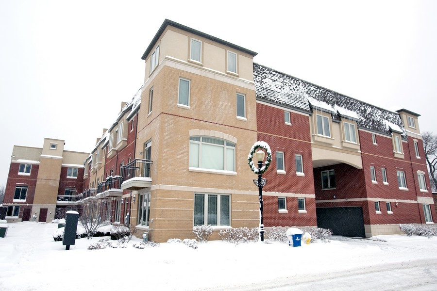 Real Estate Photography - 922 Warren Ave, 202, Downers Grove, IL, 60515 - Front View