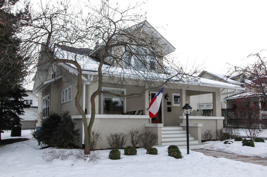 Real Estate Photography - 213 West Lincoln Ave, Barrington, IL, 60010 - Front View