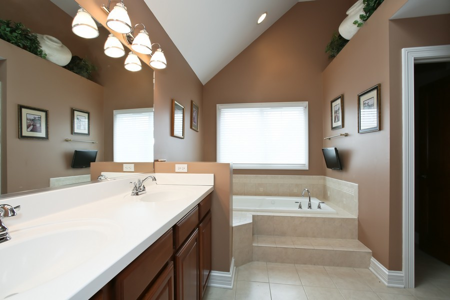 Real Estate Photography - 4712 Seeley AVE, Downers Grove, IL, 60515 - Master Bathroom