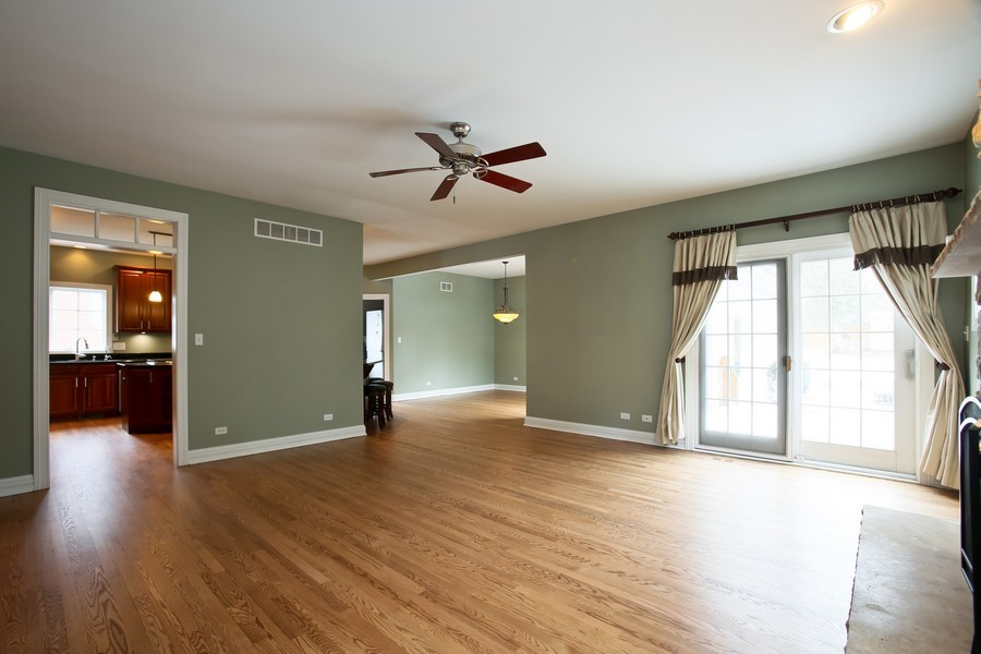 Real Estate Photography - 4712 Seeley AVE, Downers Grove, IL, 60515 - Great Room