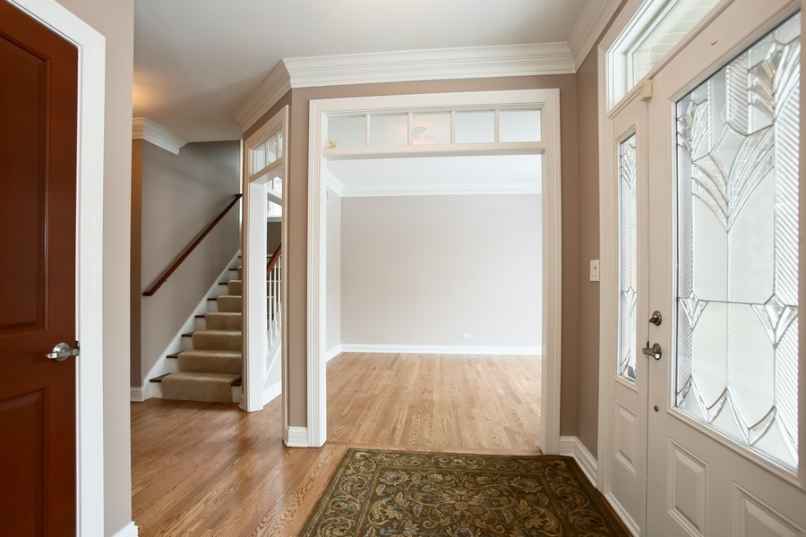 Real Estate Photography - 4712 Seeley AVE, Downers Grove, IL, 60515 - Foyer