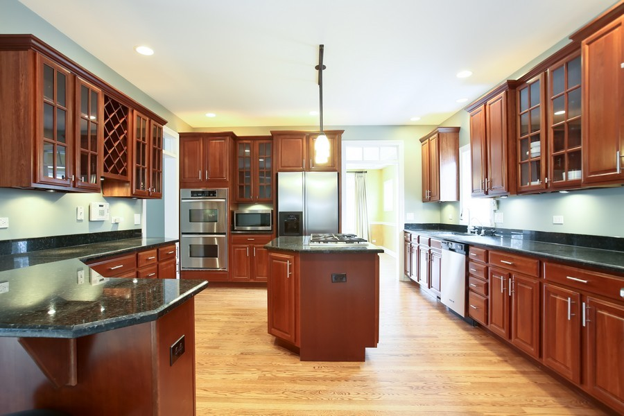 Real Estate Photography - 4712 Seeley AVE, Downers Grove, IL, 60515 - Kitchen