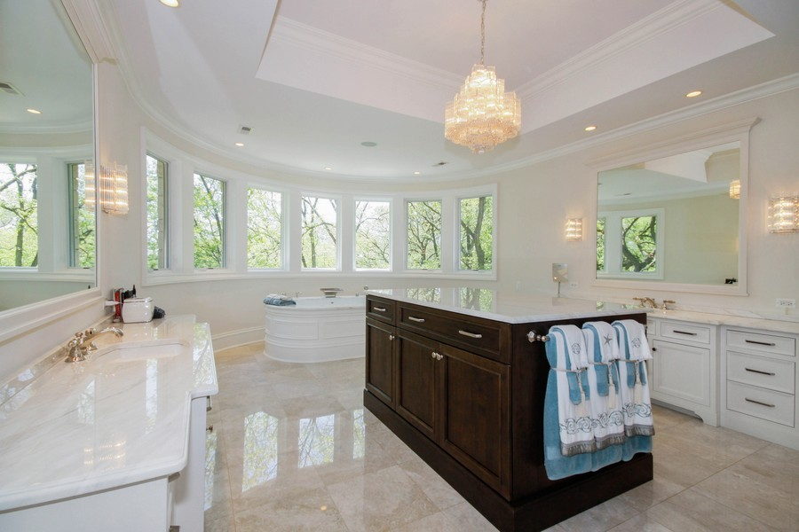 Real Estate Photography - 19 Baybrook Ln, Oak Brook, IL, 60523 - Luxurious Master Bath Ensuite