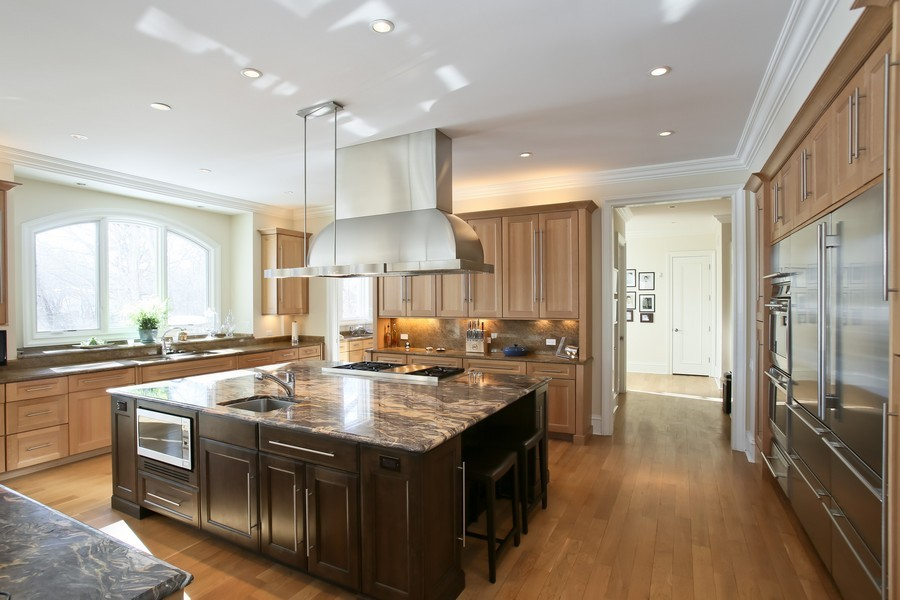 Real Estate Photography - 19 Baybrook Ln, Oak Brook, IL, 60523 - Gourmet Kitchen