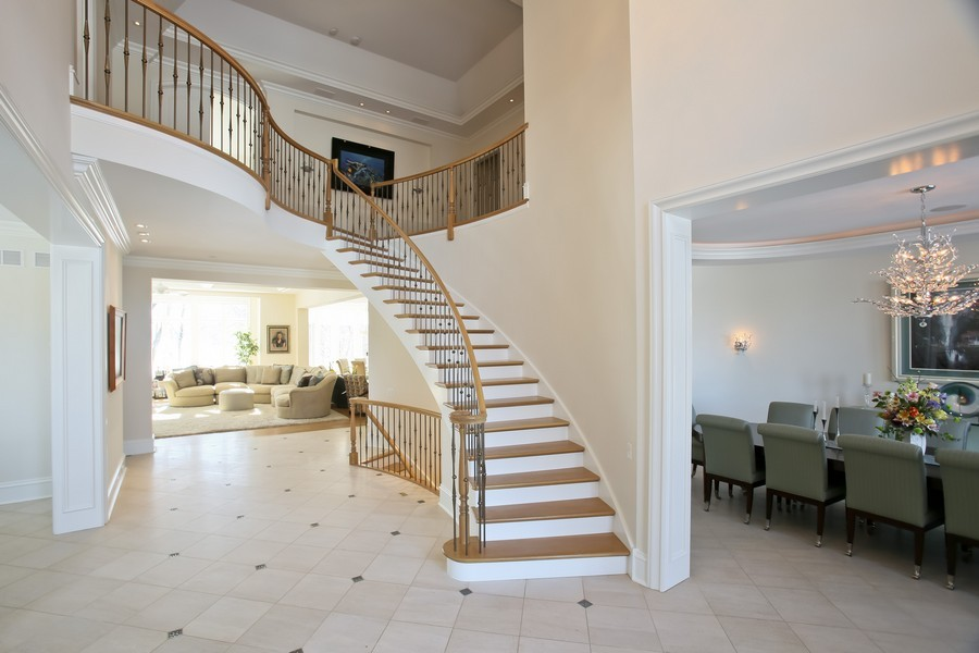 Real Estate Photography - 19 Baybrook Ln, Oak Brook, IL, 60523 - Grand Foyer