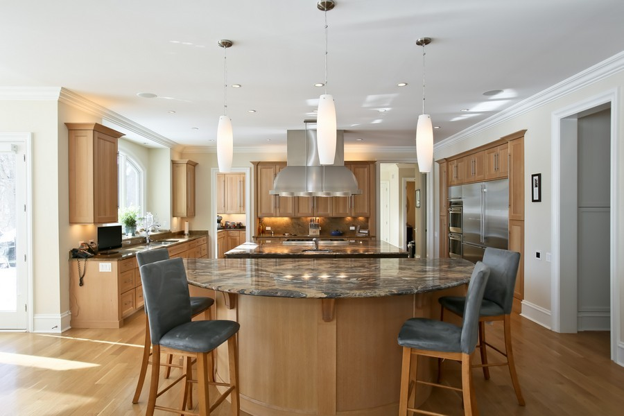 Real Estate Photography - 19 Baybrook Ln, Oak Brook, IL, 60523 - Breakfast Bar to Kitchen