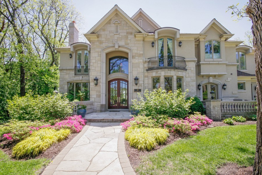 Real Estate Photography - 19 Baybrook Ln, Oak Brook, IL, 60523 - Front View