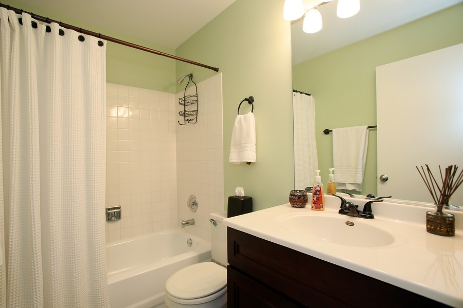 Real Estate Photography - 2247 Petworth Ct, 202D, Naperville, IL, 60565 - Bathroom