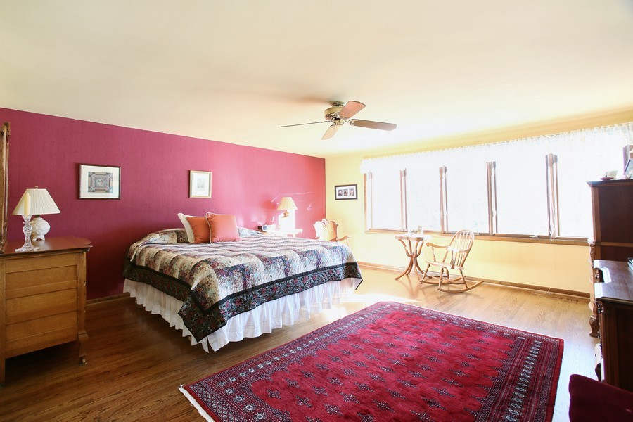 Real Estate Photography - 1433 Grant St, Downers Grove, IL, 60515 - master bedroom