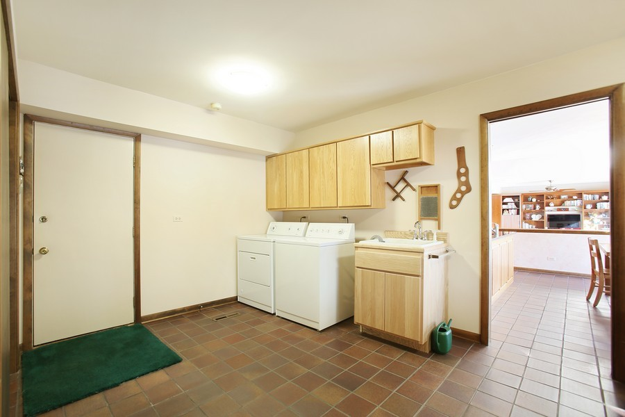 Real Estate Photography - 1433 Grant St, Downers Grove, IL, 60515 - Laundry Room