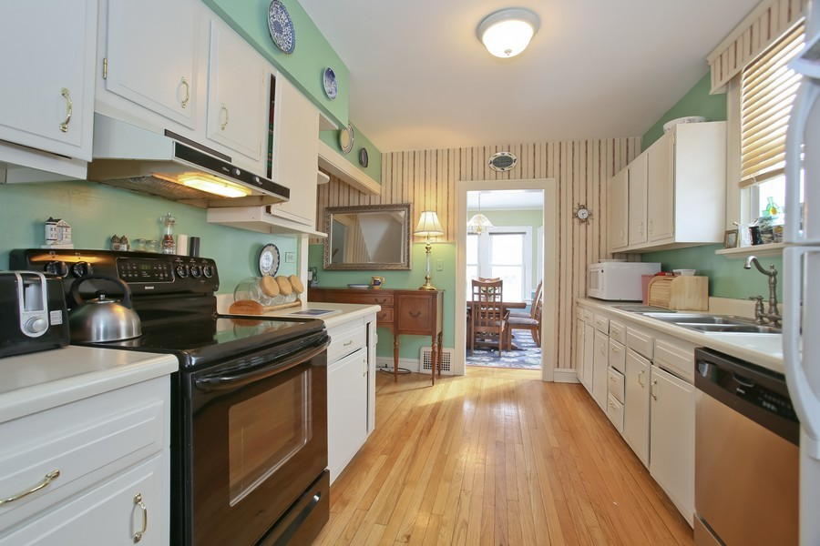 Real Estate Photography - 308 6Th St, Downers Grove, IL, 60515 - Kitchen