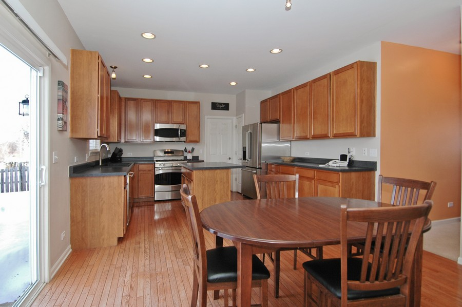 Real Estate Photography - 1133 Autumn Dr, Crystal Lake, IL, 60014 - Kitchen