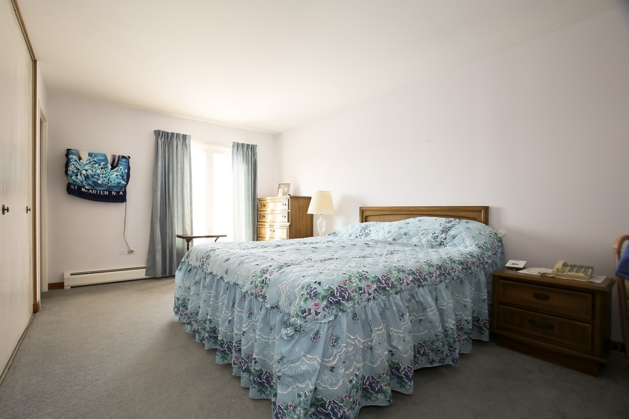 Real Estate Photography - 4250 Saratoga Ave, 202, Downers Grove, IL, 60515 - Bedroom