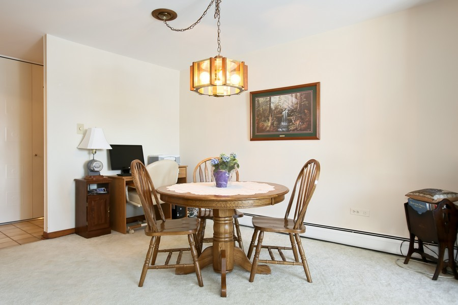 Real Estate Photography - 4250 Saratoga Ave, 202, Downers Grove, IL, 60515 - Dining Room
