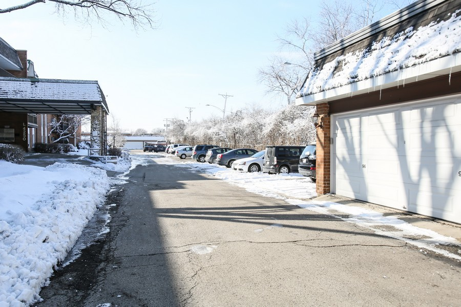 Real Estate Photography - 4250 Saratoga Ave, 202, Downers Grove, IL, 60515 - Garage