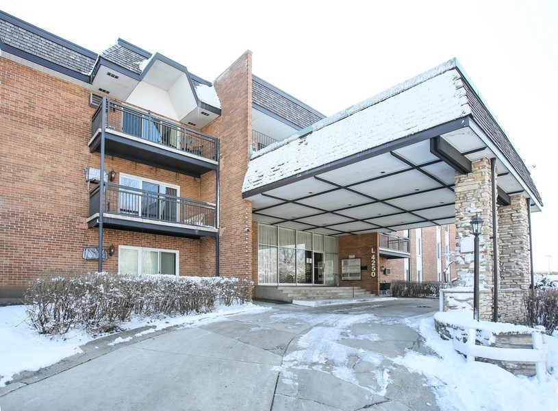 Real Estate Photography - 4250 Saratoga Ave, 202, Downers Grove, IL, 60515 - Front View