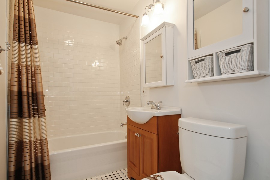 Real Estate Photography - 338 W Naperville Rd, Westmont, IL, 60559 - Bathroom