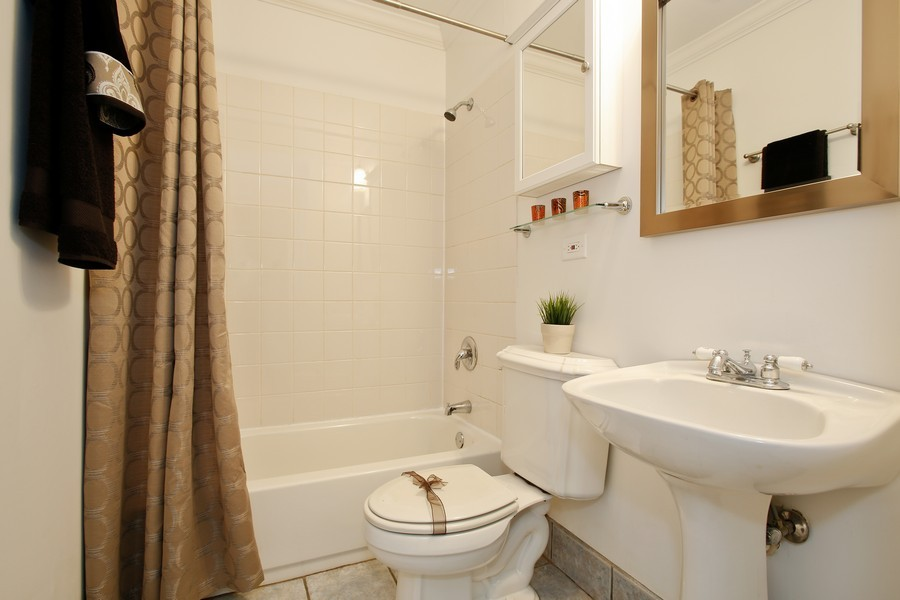Real Estate Photography - 338 W Naperville Rd, Westmont, IL, 60559 - 2nd Bathroom