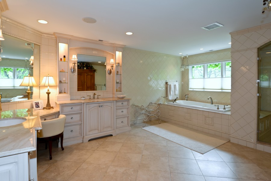 Real Estate Photography - 8S223 Derby Dr, Naperville, IL, 60540 - Master Bathroom