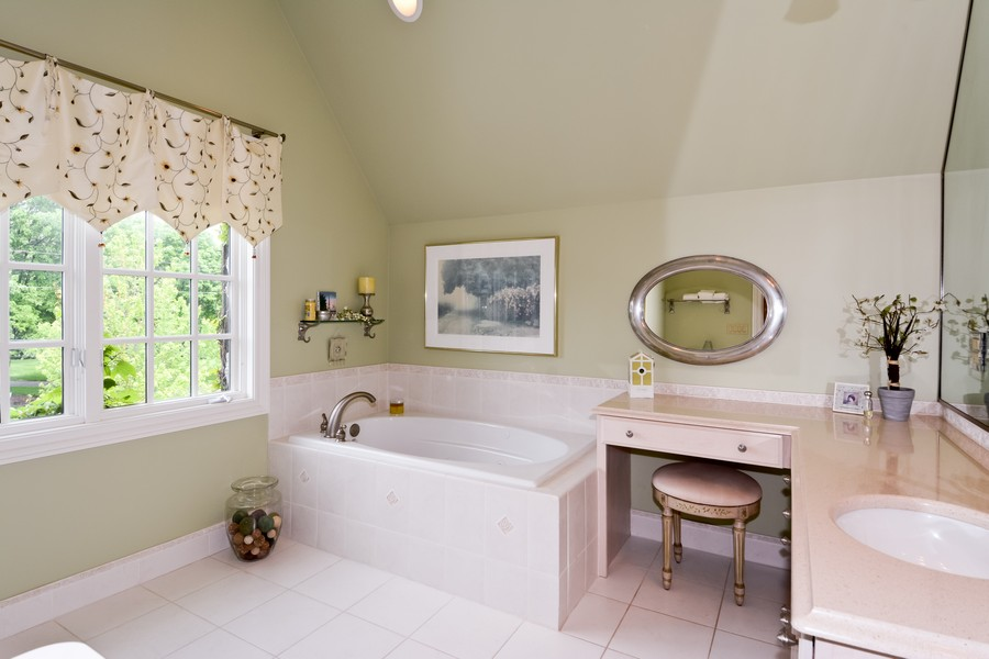 Real Estate Photography - 8S223 Derby Dr, Naperville, IL, 60540 - Bedroom 2 ensuite bath