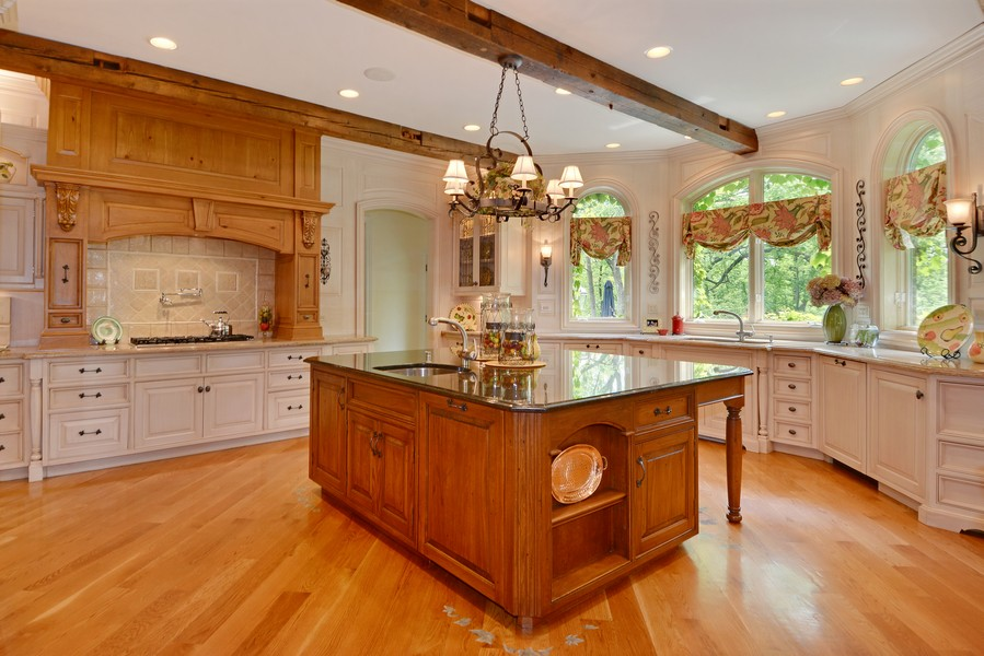Real Estate Photography - 8S223 Derby Dr, Naperville, IL, 60540 - Kitchen