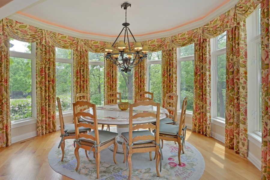 Real Estate Photography - 8S223 Derby Dr, Naperville, IL, 60540 - Breakfast Nook