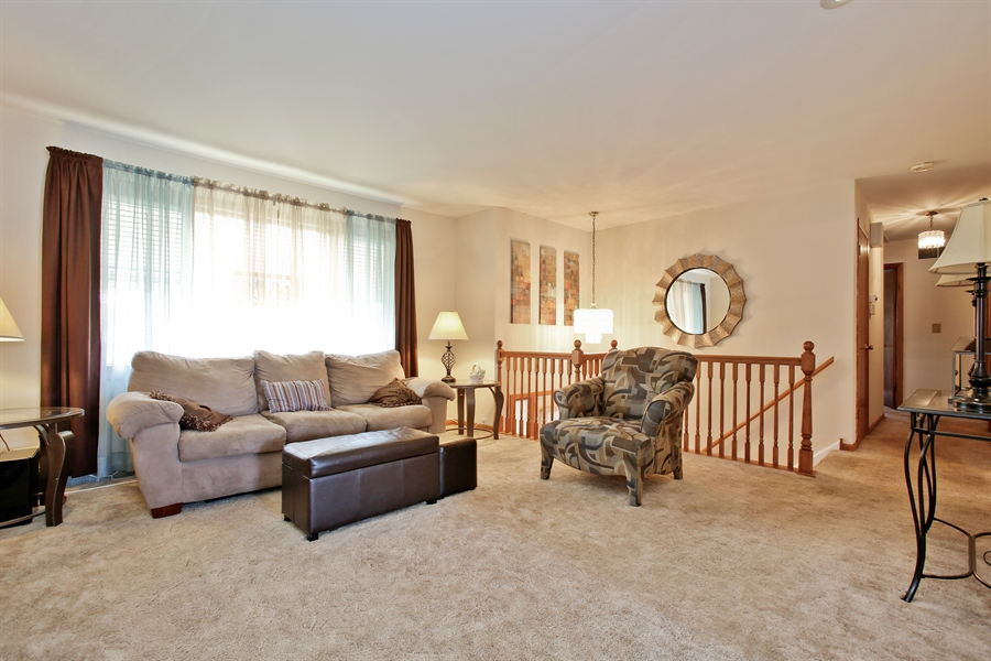 Real Estate Photography - 4519 Cumnor Rd, Downers Grove, IL, 60515 - Living Room