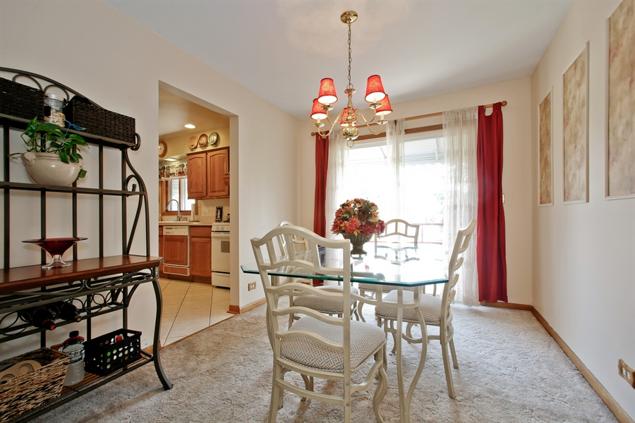 Real Estate Photography - 4519 Cumnor Rd, Downers Grove, IL, 60515 - Dining Room