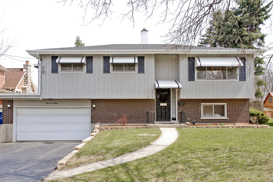 Real Estate Photography - 4519 Cumnor Rd, Downers Grove, IL, 60515 - Front View