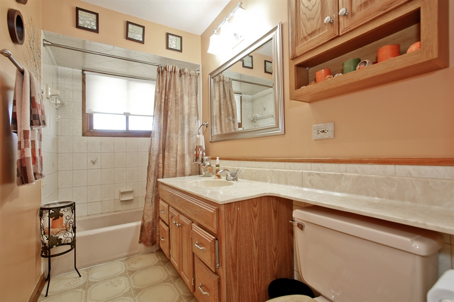 Real Estate Photography - 4519 Cumnor Rd, Downers Grove, IL, 60515 - Hall Bathroom
