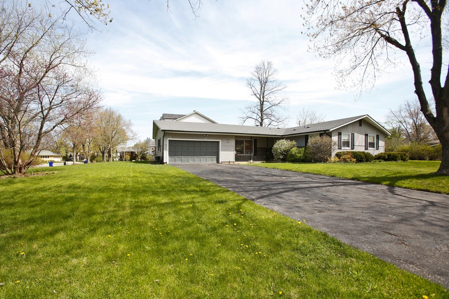 Real Estate Photography - 623 Ranch Rd, Wheaton, IL, 60187 - Front View