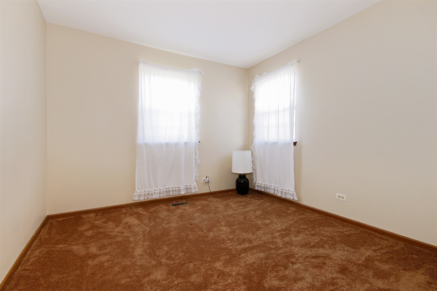Real Estate Photography - 1919 Prentiss Dr, 5, Downers Grove, IL, 60516 - Bedroom
