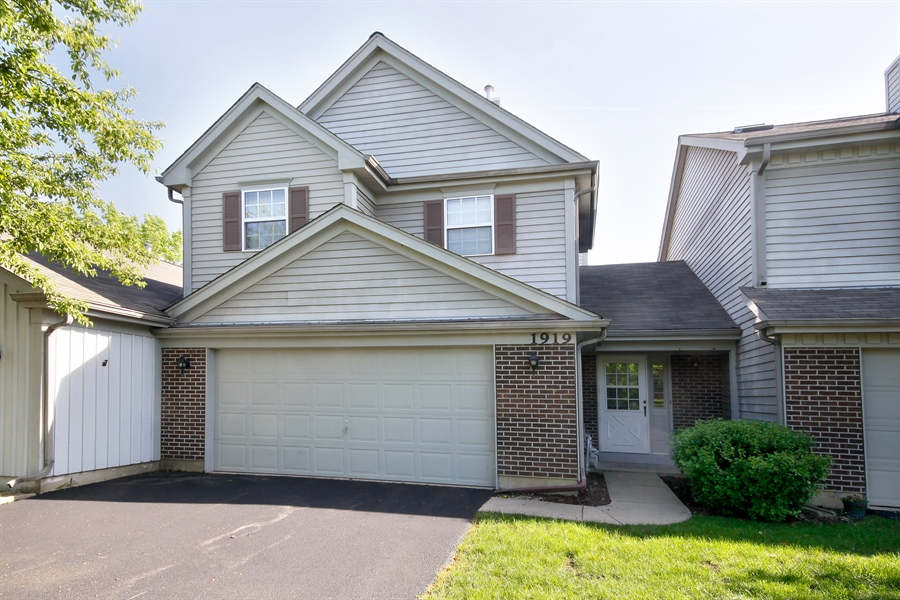 Real Estate Photography - 1919 Prentiss Dr, 5, Downers Grove, IL, 60516 - Front View