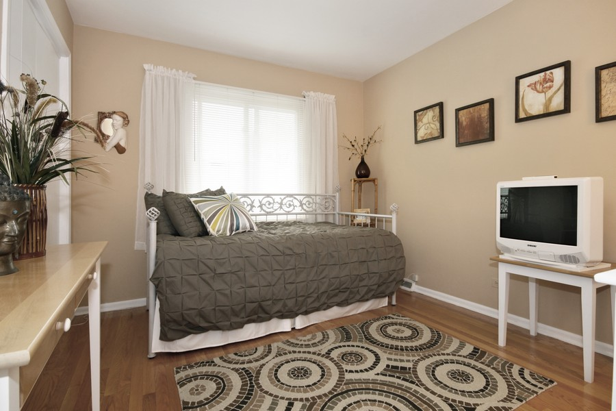 Real Estate Photography - 6123 Washington St, Downers Grove, IL, 60516 - 2nd Bedroom