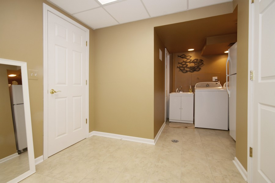 Real Estate Photography - 6123 Washington St, Downers Grove, IL, 60516 - Laundry Room