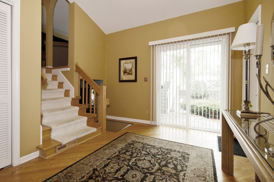 Real Estate Photography - 6123 Washington St, Downers Grove, IL, 60516 - Entryway