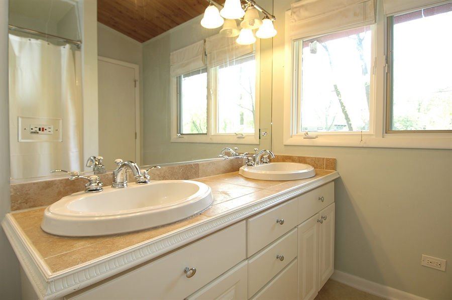 Real Estate Photography - 5200 Grove Rd, Palatine, IL, 60067 - Master Bathroom