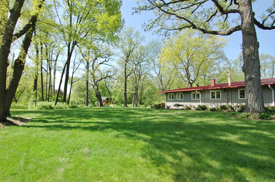 Real Estate Photography - 5200 Grove Rd, Palatine, IL, 60067 - Side Yard